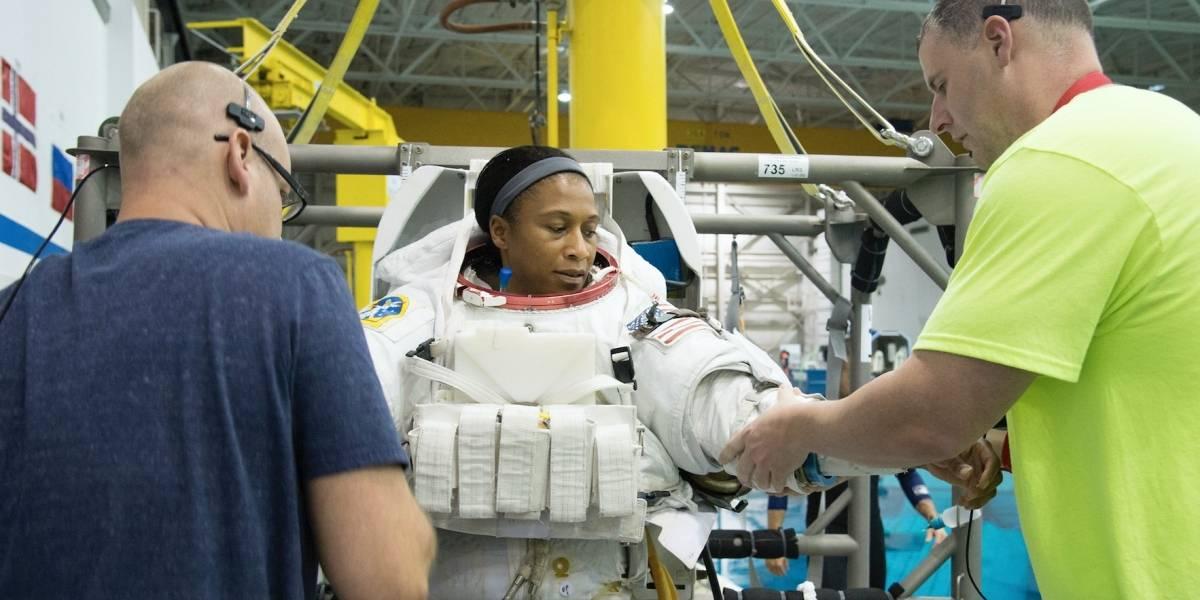 NASA retira a astronauta de misión a Estación Espacial