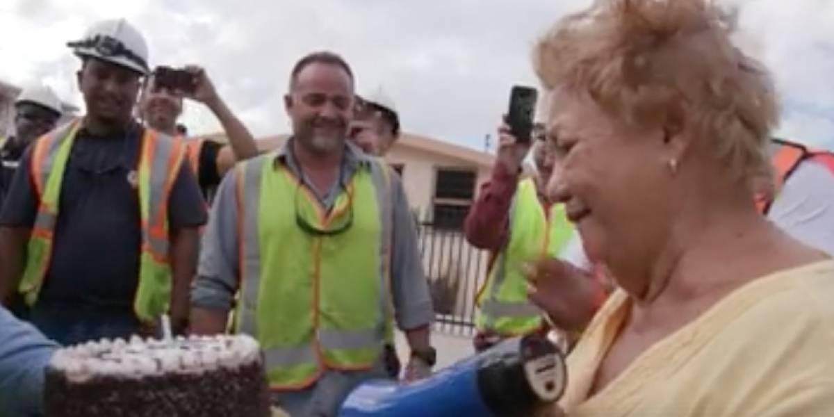 Brigadas de EE.UU. le cantan a residente de Bayamón en su cumpleaños
