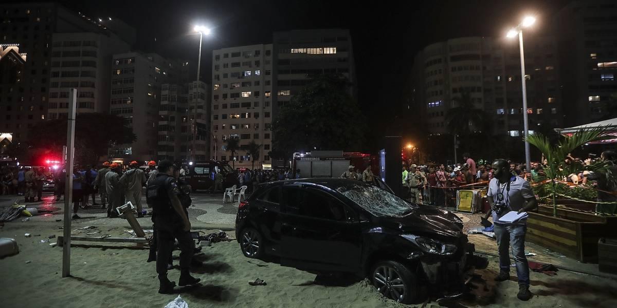 Un bebé muerto y doce personas heridas dejó automóvil que invadió playa en Brasil