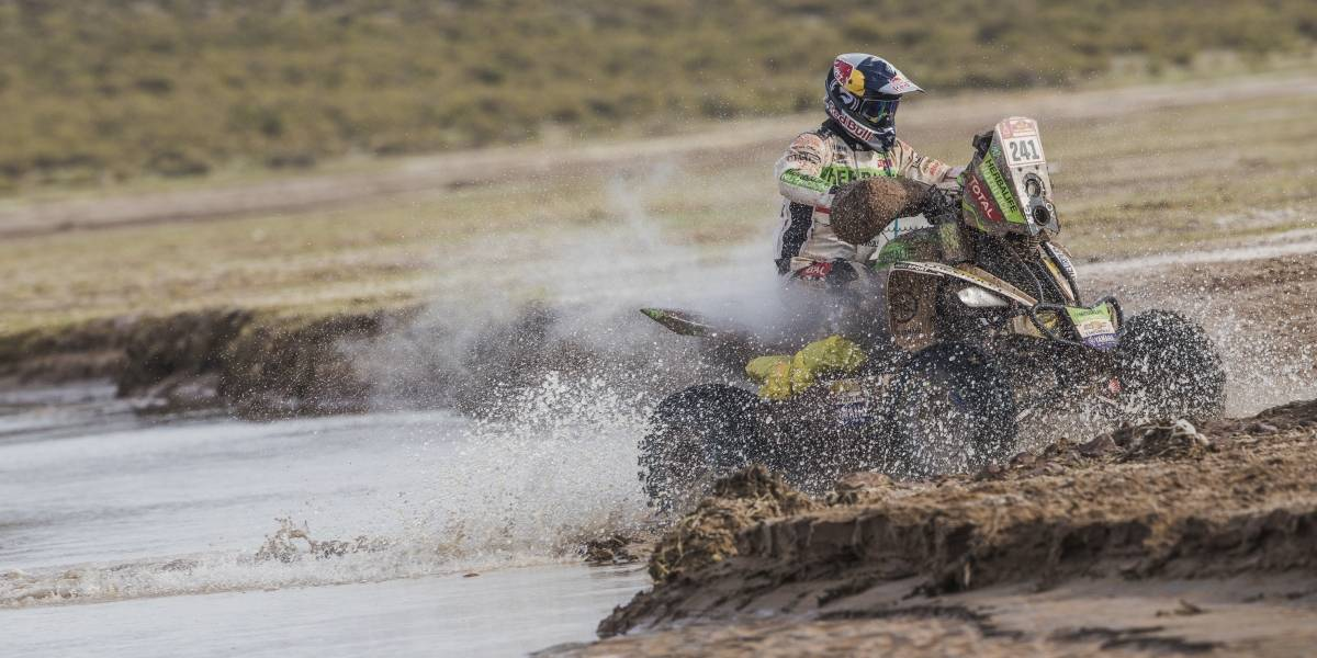 Casale bicampeón del Dakar: el Perro dobló el premio que recibió en el Dakar 2014