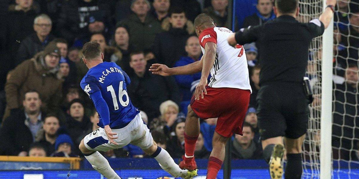 Rondón rompió en llanto tras fracturar a un rival de Everton