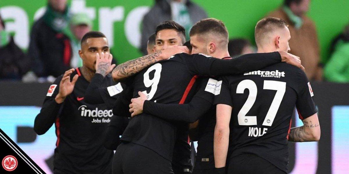 Frankfurt y Carlos Salcedo consiguen valioso triunfo ante Wolfsburgo