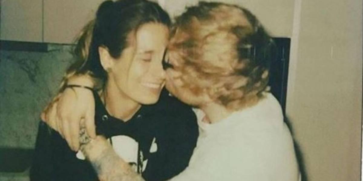 Ed Sheeran anunció su compromiso con su novia de toda la vida