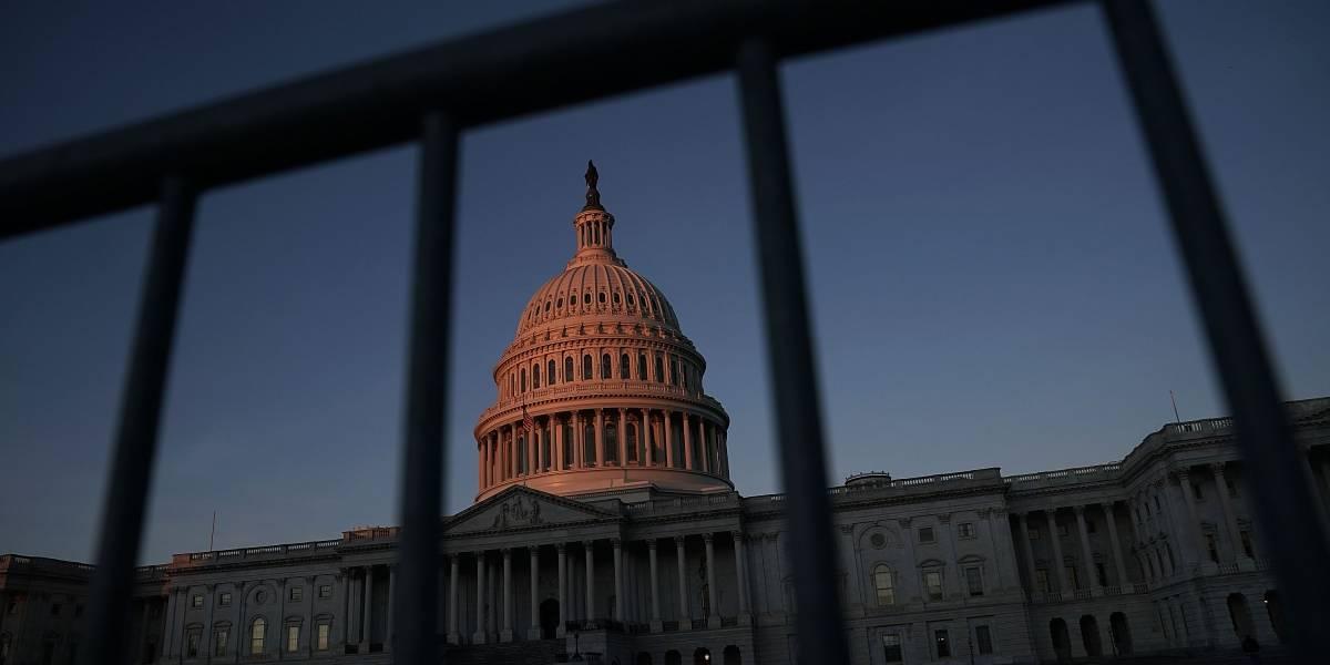 Cierra el gobierno federal en medio de negociaciones sobre gastos
