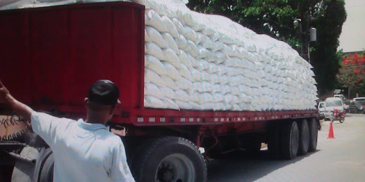Policía recupera 650 sacos de azúcar robados de una patana en Barahona