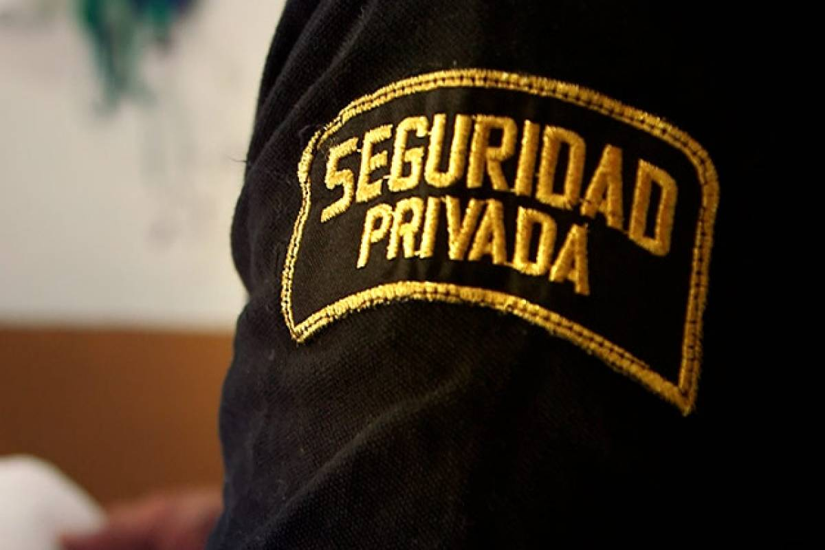 Uniforme que dice Seguridad Privada