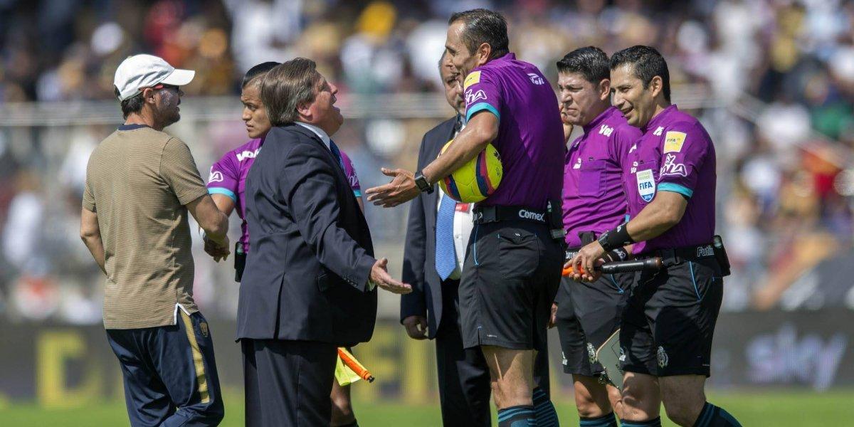 VIDEO: Miguel Herrera molesto por la expulsión de Uribe