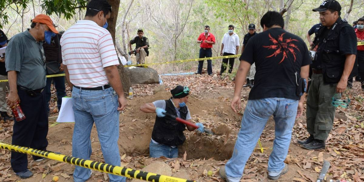 Sin identificar, 82% de los cuerpos hallados por PGR en fosas clandestinas