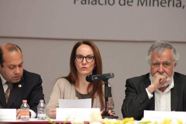 Senadora panista renuncia y va con Obrador