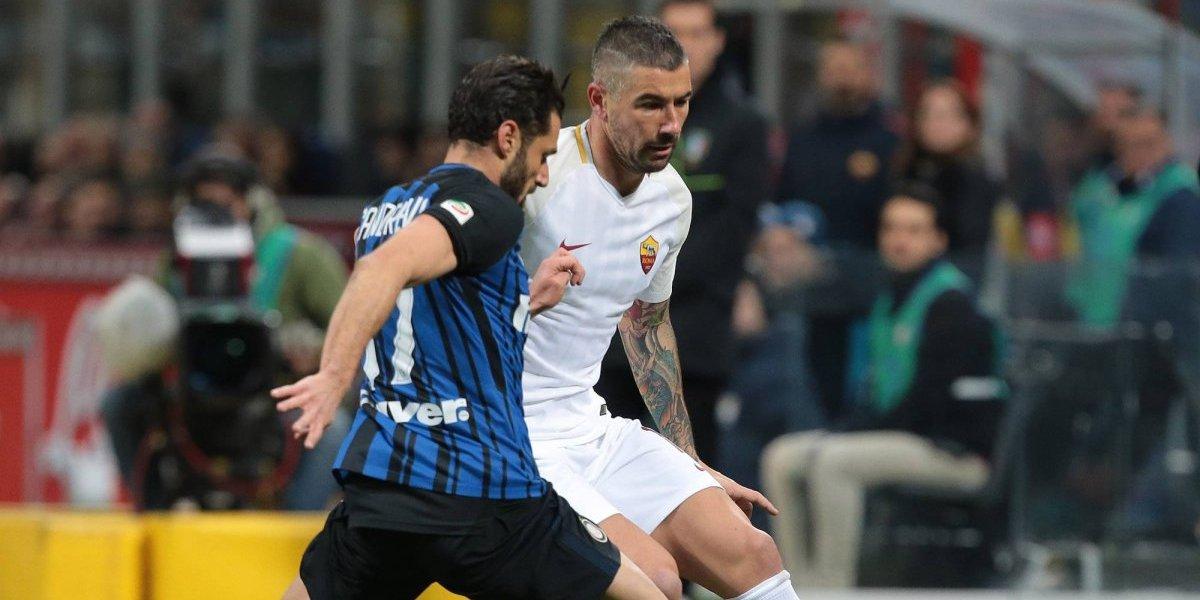 Héctor Moreno estuvo en la banca en el empate de la Roma
