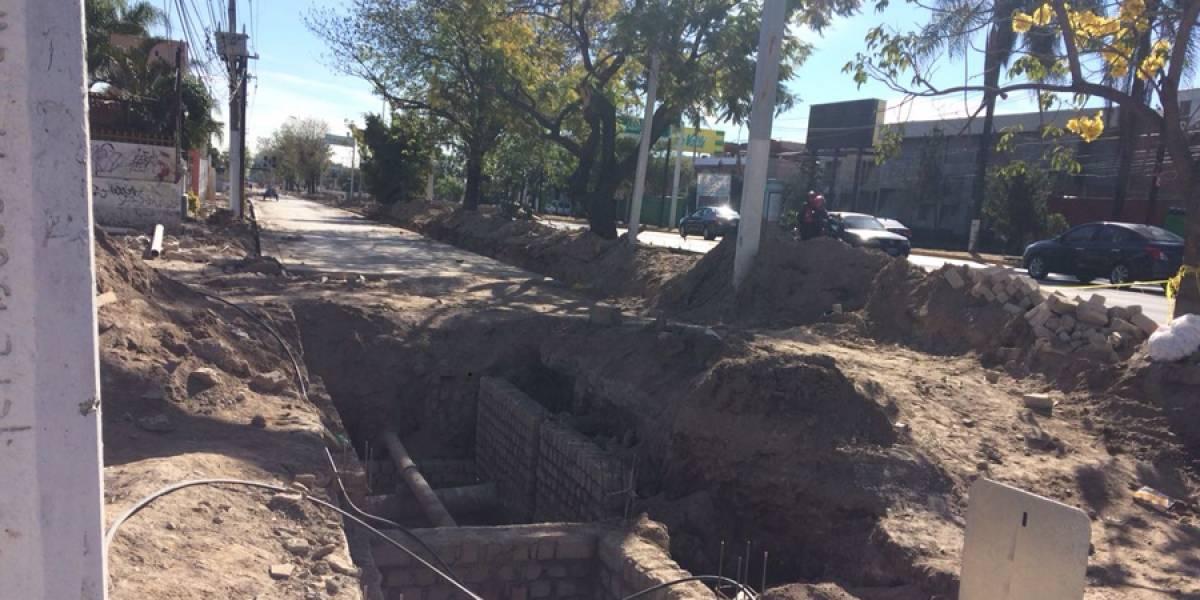 Avanzan lento obras de rehabilitación en laterales de Avenida Vallarta