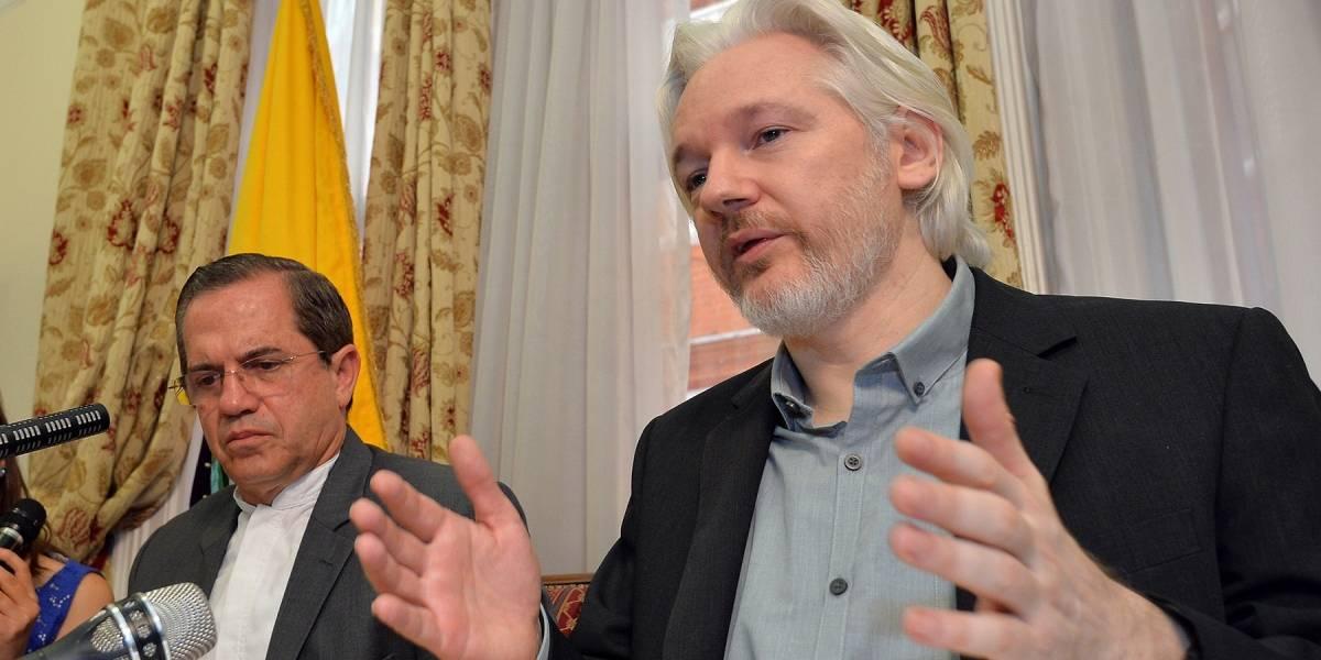 Julian Assange está feliz con la aparición de las noticias falsas en Internet