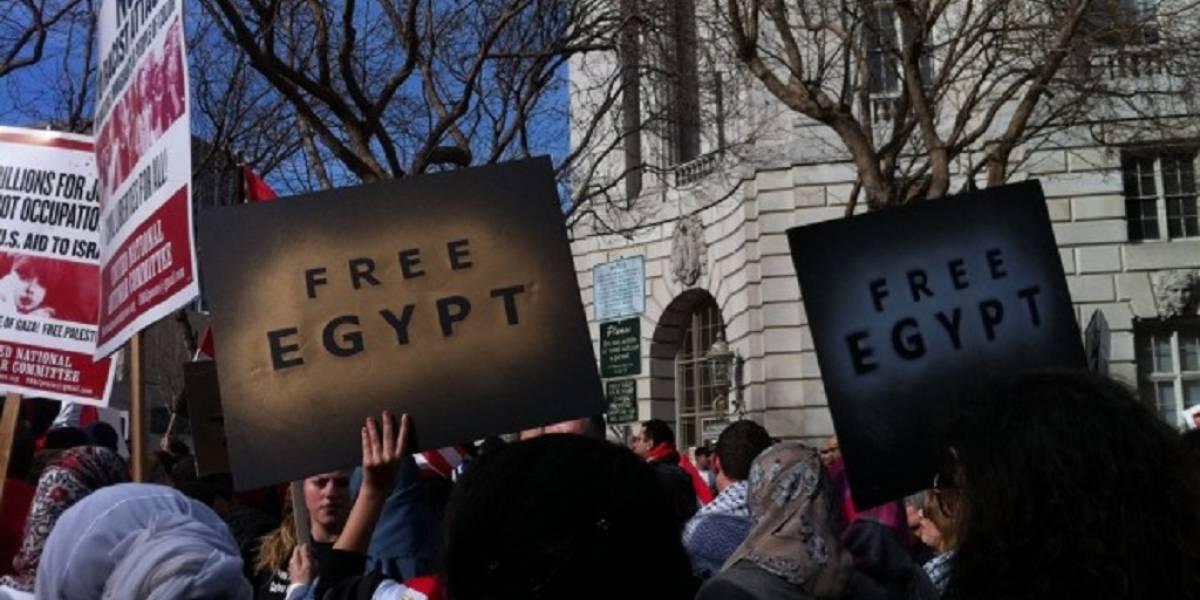 Egipto bloquea aplicaciones de mensajería instantánea