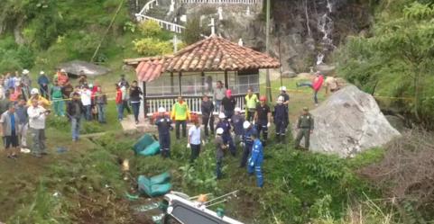 Al menos cinco muertos y 14 heridos en el accidente de un autobús en Antioquia