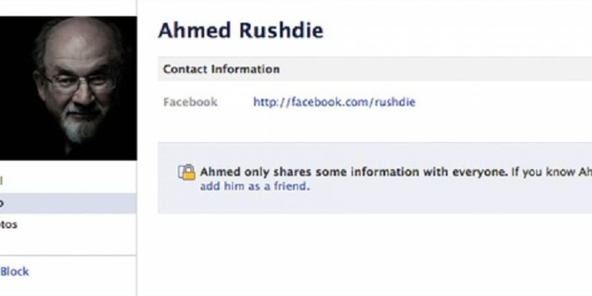 """Facebook """"obliga"""" al escritor Salman Rushdie a llamarse 'Ahmed Rushdie'"""