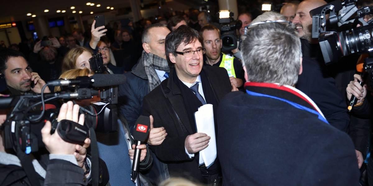 Puigdemont viaja a Dinamarca y fiscalía española pidió reactivar orden de detención contra ex presidente catalán