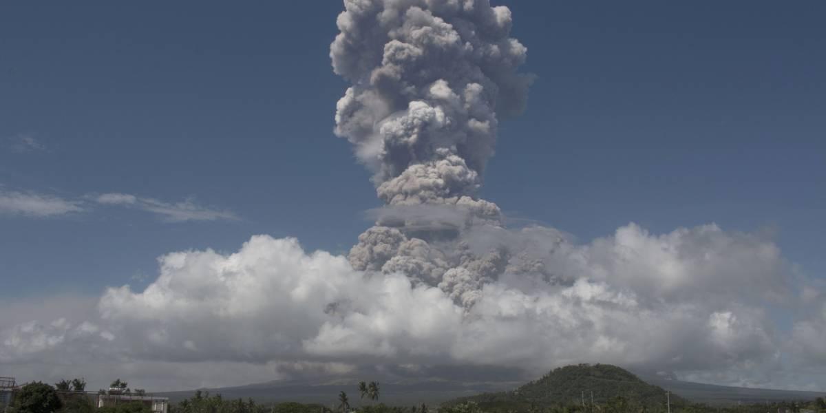 Enorme erupción de volcán en Filipinas
