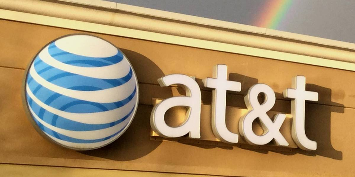 AT&T le pisa los talones a América Móvil en México