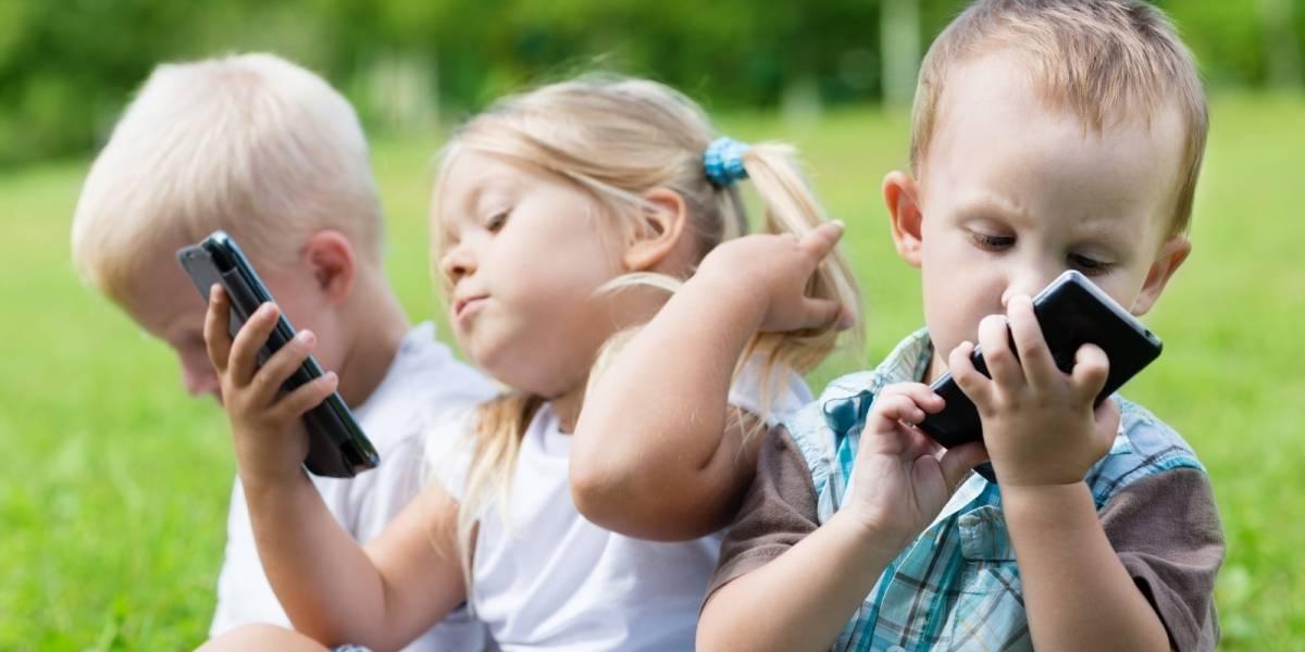 Bebés que usan pantallas táctiles duermen un poco menos, dice estudio