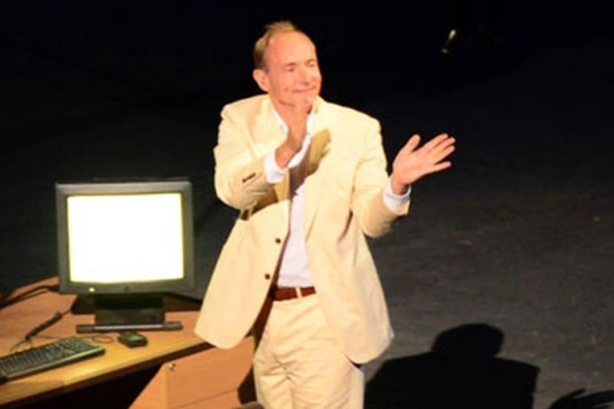 """Sir Tim Berners-Lee, preocupado por """"fuerzas que quieren tomar control de internet"""""""