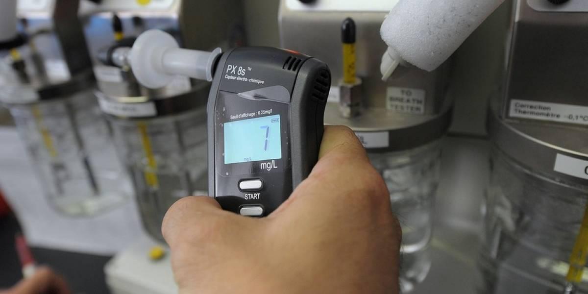 Se acerca el dispositivo para detectar enfermedades con el aliento