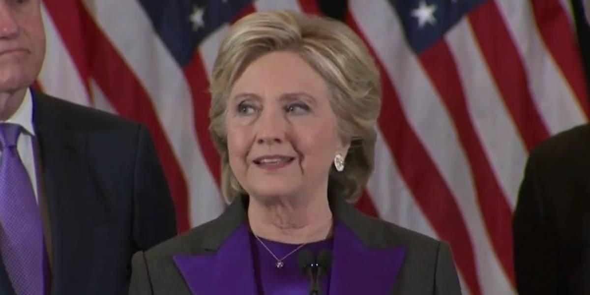 Hillary Clinton pide a usuarios que la apoyaron en Facebook que salgan de sus grupos secretos