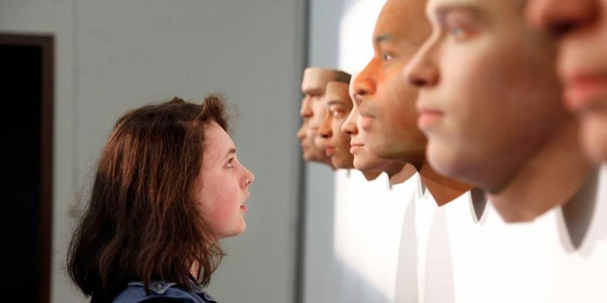 Artista crea rostros de humanos en base a ADN que dejaron en lugares públicos