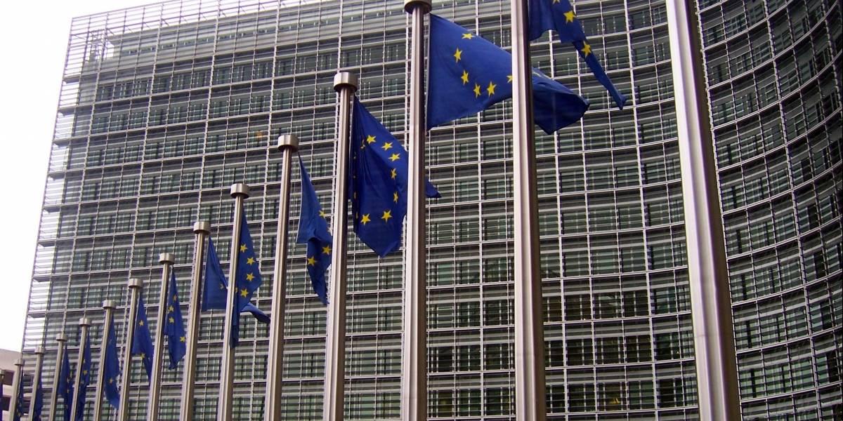 Comisión Europea impone multa millonaria (y récord) a Google
