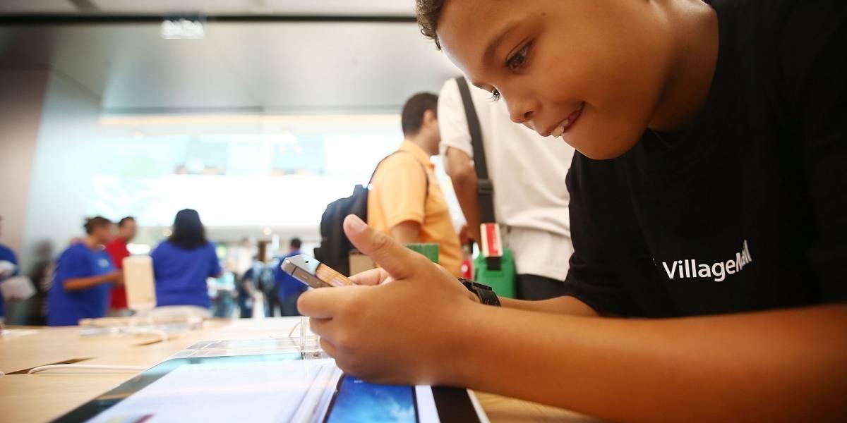 Francia prohibirá el uso de teléfonos móviles en escuelas