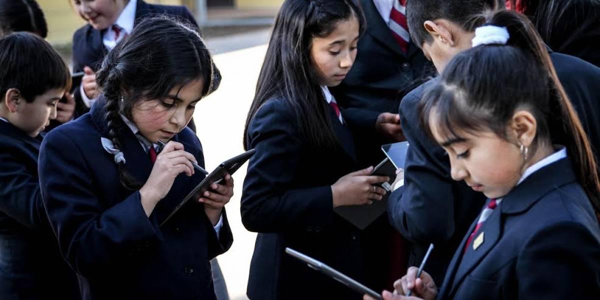 Proyecto educativo chileno entrega tablets a estudiantes de escasos recursos