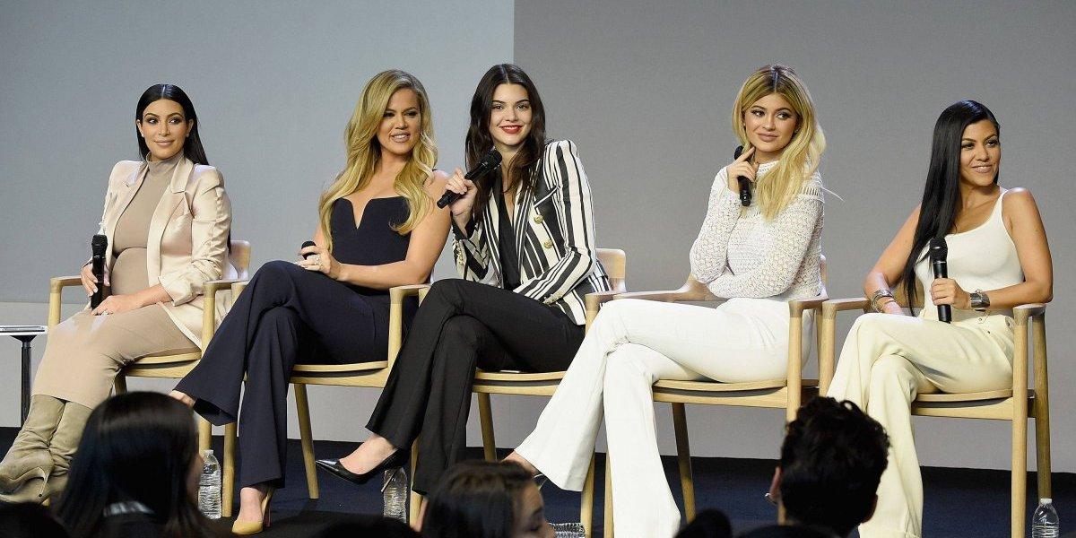 """Las Kardashian-Jenner posan en ropa interior y Kylie esconde su """"embarazo"""""""