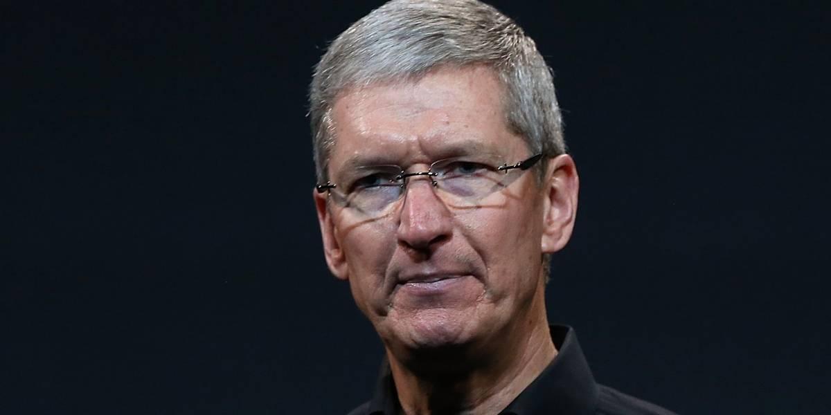 Hombre entra a Apple Store y destruye teléfonos y laptops porque sí