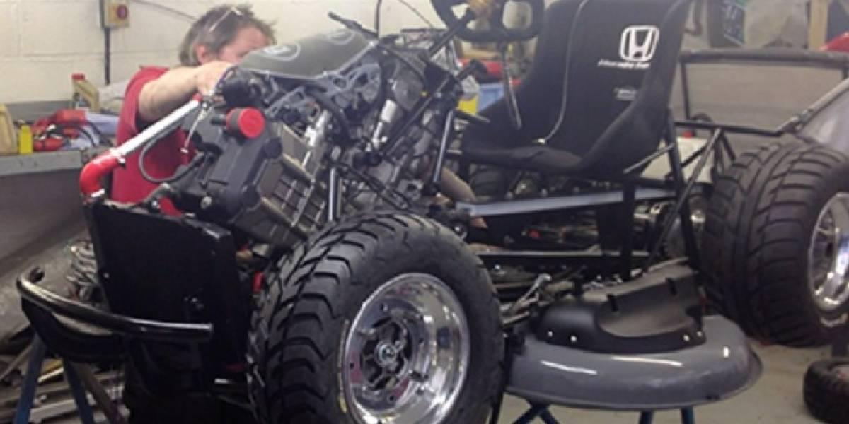 Honda trabaja para crear una cortadora de pasto que supere los 200 kilómetros por hora