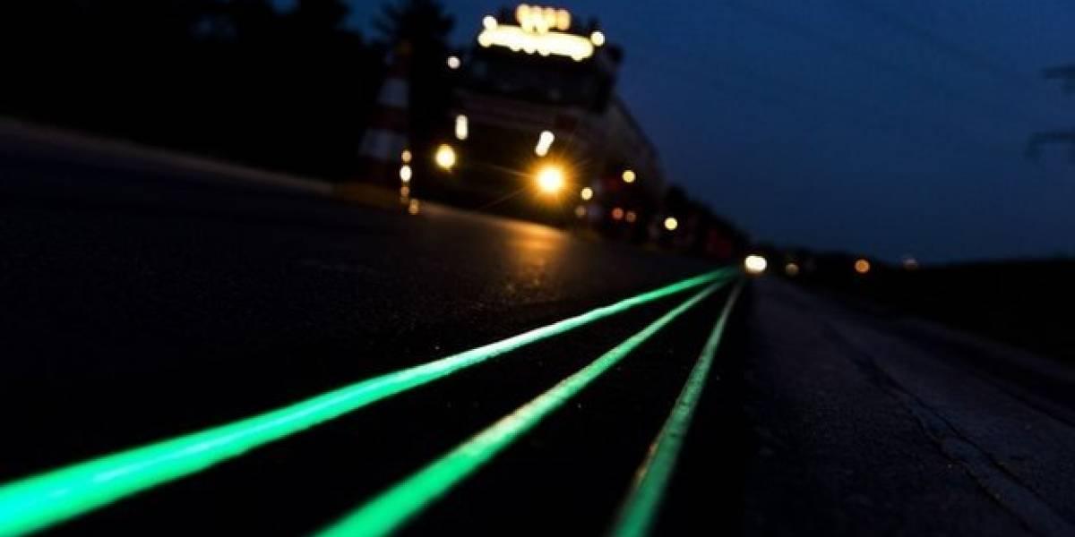 Estrenan carretera con pintura fluorescente en Países Bajos