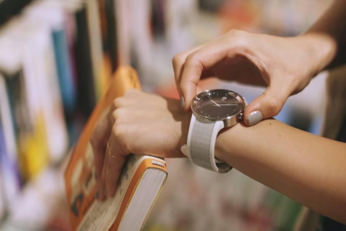 Sony lanza nuevo reloj de tinta digital