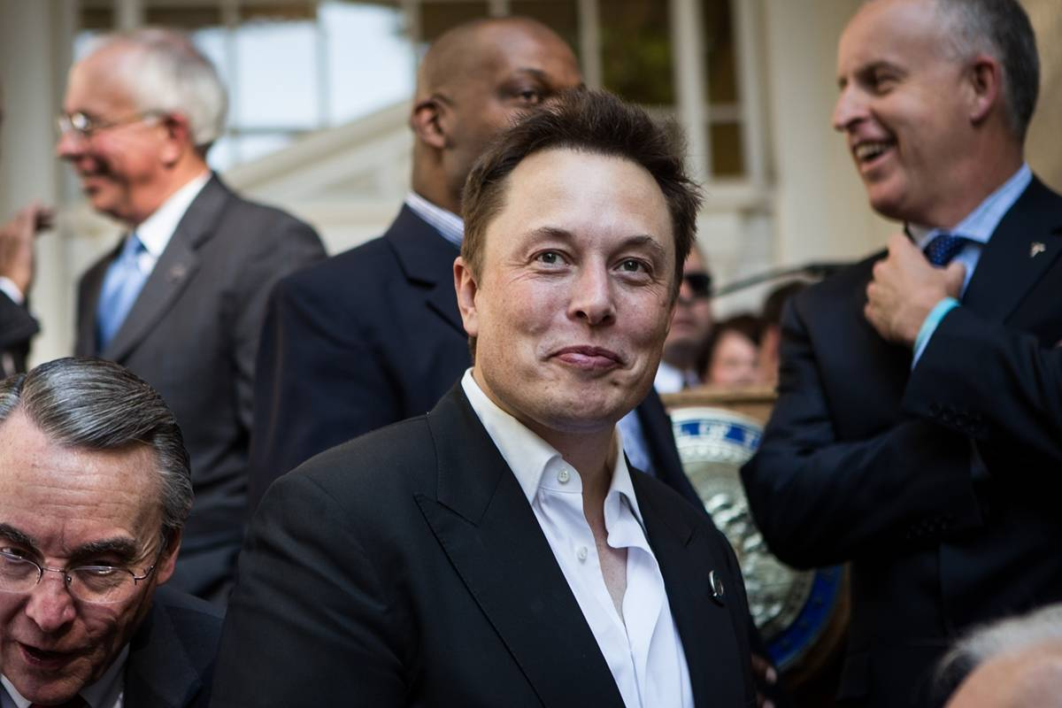 Elon Musk quiere dar conexión a internet con sus satélites