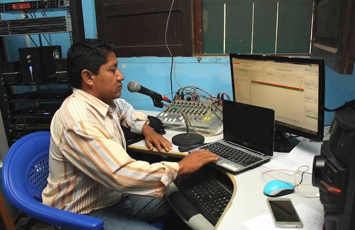 Erwin Escalante es el responsable de prensa de la radio La Voz del campesino, en San Borja