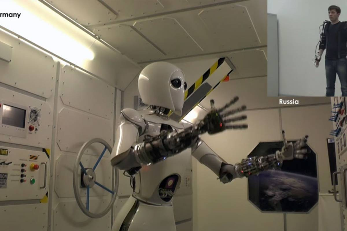Rusos crean exoesqueleto para controlar robots en el espacio