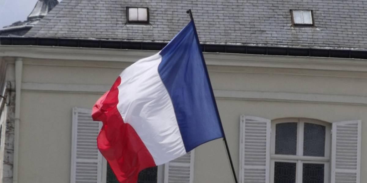 Francia busca sancionar a Google y Facebook si no bloquean mensajes de odio