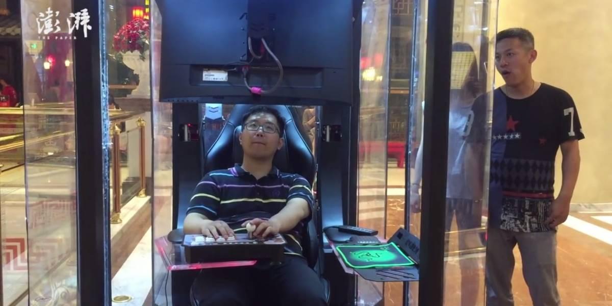 Estas cabinas con videojuegos son perfectas para cuando vas de shopping con tu novia