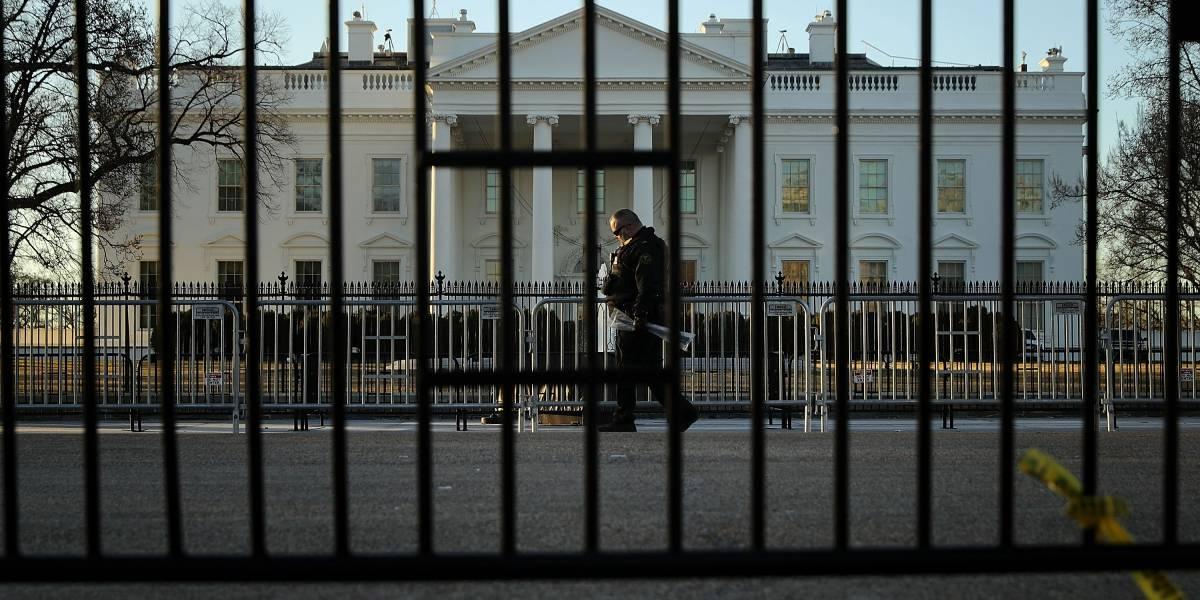 Secretarías de EU operan parcialmente en tercer día de cierre de gobierno