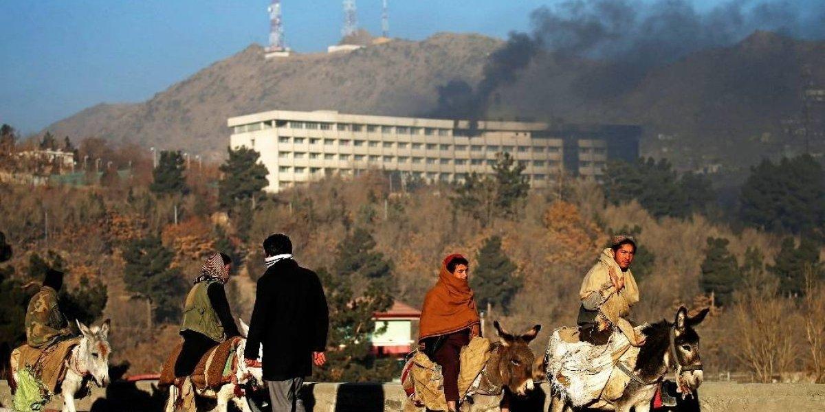 'Eles foram de sala em sala procurando pessoas para atirar', diz sobrevivente de ataque do Talibã em Cabul