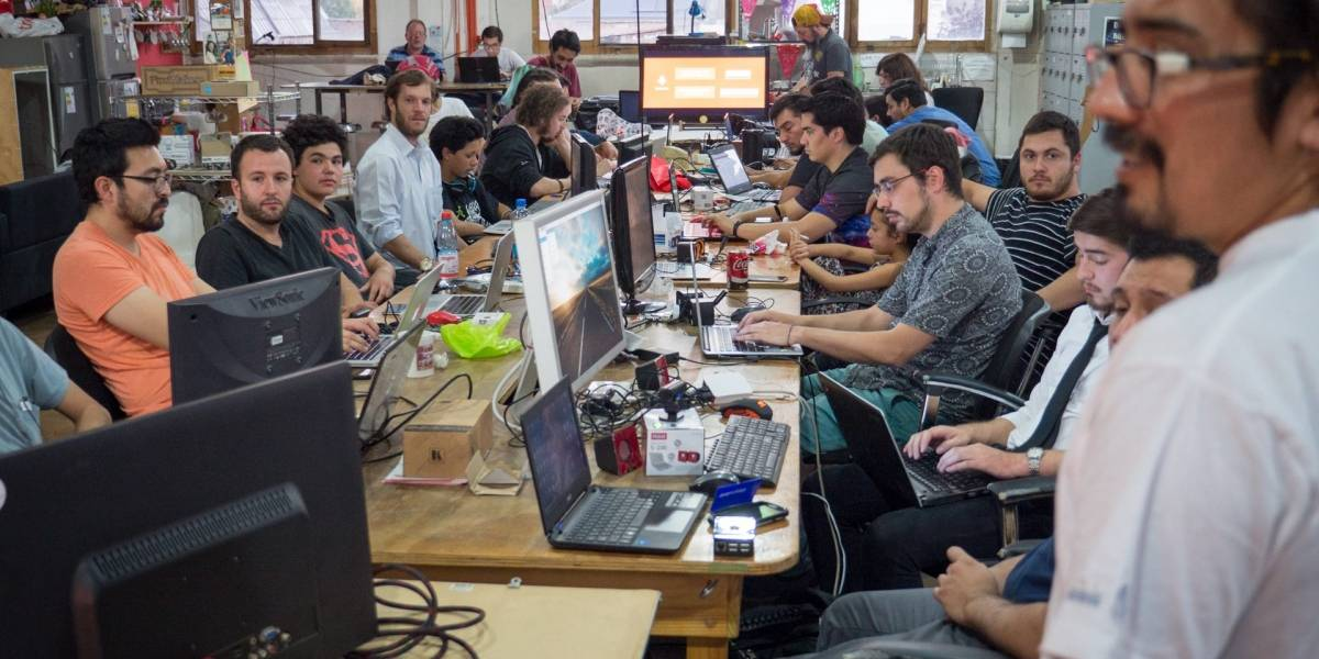 Tectok Junio: Pizza, Pilsen y 'Machine Learning' en el Stgo MakerSpace