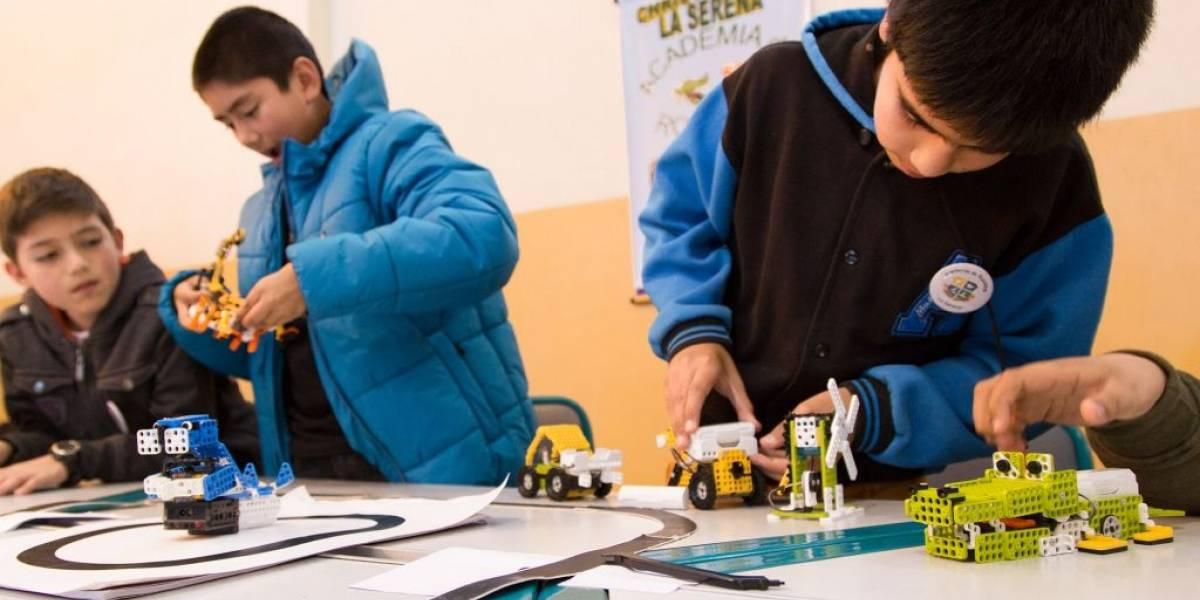 """Chile: """"Así Tal Cual"""" y """"Ninjabots"""" ganan torneo interescolar de robótica"""