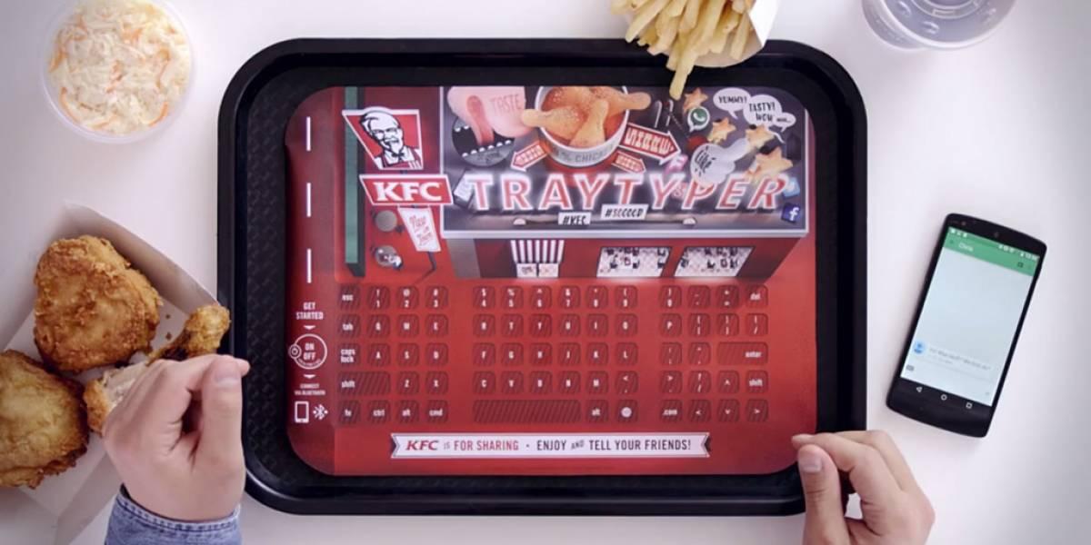 KFC integró bandejas de comida con teclado y bluetooth en locales de Alemania