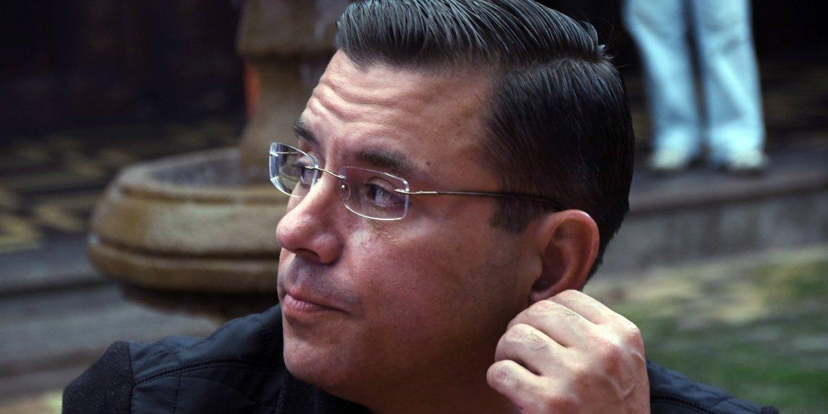 """FOTOS. Baldizón confió título de doctorado a un empleado detenido por """"caso Botín"""""""
