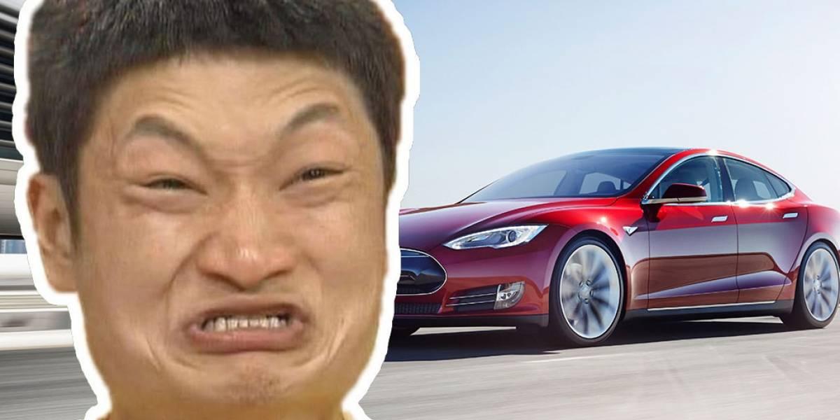 Tesla elimina la función de piloto automático en su sitio web chino
