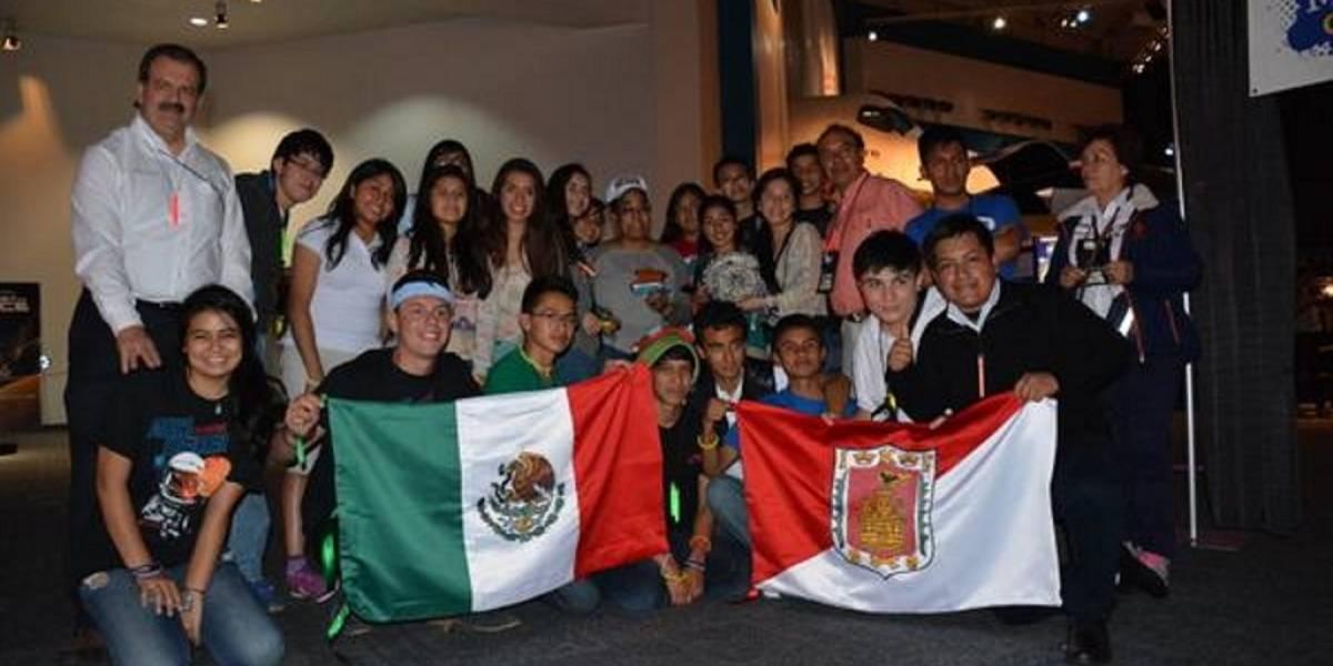 Jóvenes mexicanos ganan competencia de la NASA en Centro Espacial Houston