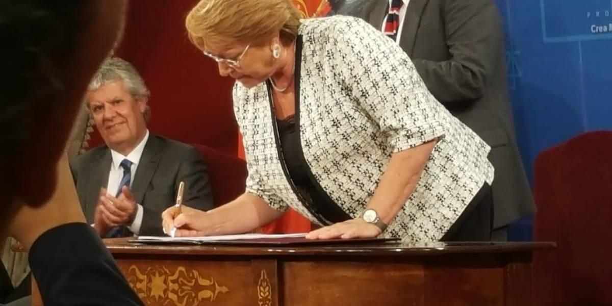 Michelle Bachelet firma proyecto que crea el Ministerio de Ciencia y Tecnología en Chile