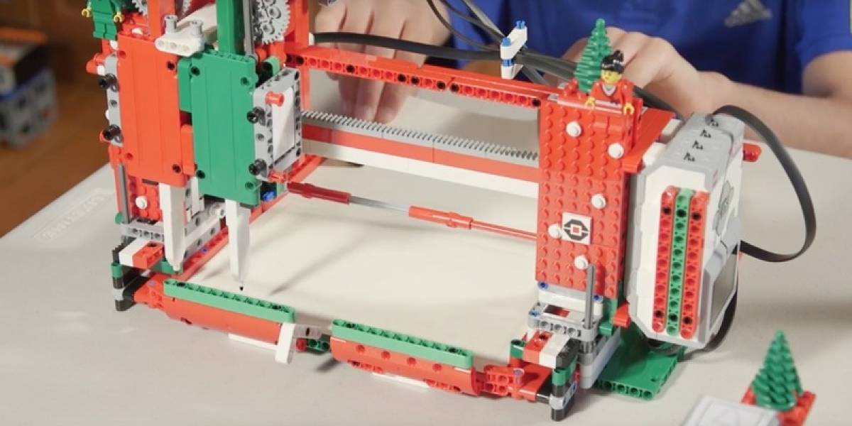 Dos adolescentes construyen robot hecho de Legos para firmar tarjetas navideñas